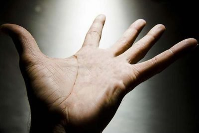 Рука на свету