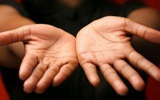 По какой руке нужно гадать в хиромантии