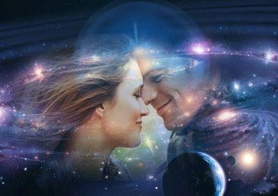 Пара на фоне космоса