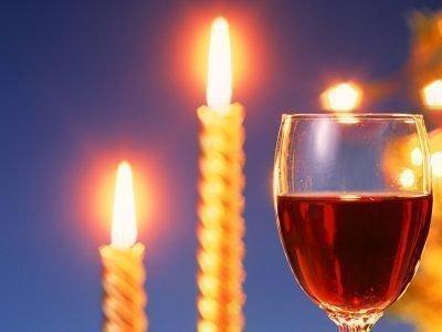 Две свечки и вино