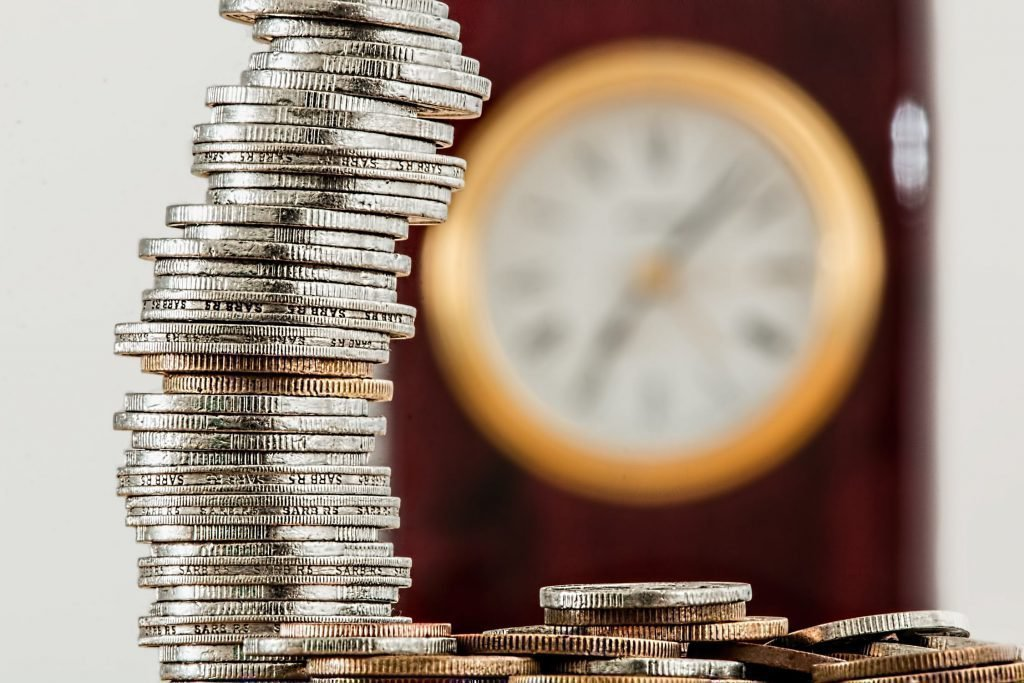Заговоры на монету для привлечения денег как правильно читать