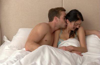 Муж и жена в кровати