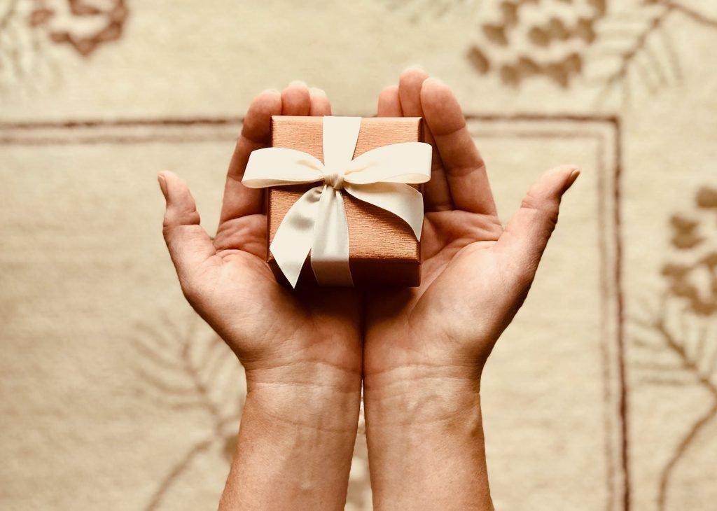 Любовный приворот на подарок