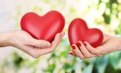 Сердечки в руках