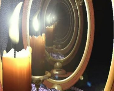 Свеча перед зеркалом