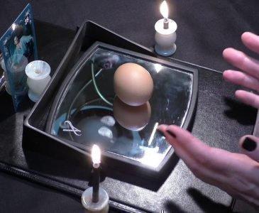 Яйцо на зеркале