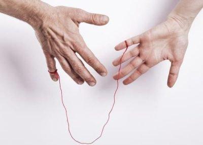 2 руки связаны нитью