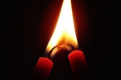 Две красные свечи