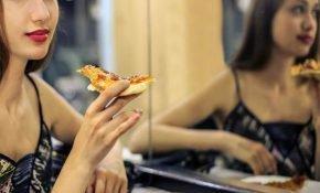 Почему запрещено кушать перед зеркалом