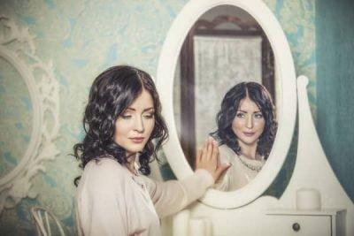 Зеркало нельзя дарить и принимать в дар