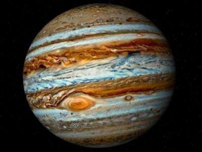 Юпитер на темном фоне