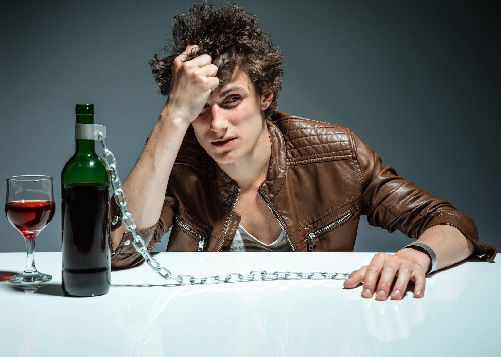 Порча на алкоголизм: как определить и снять пьянство