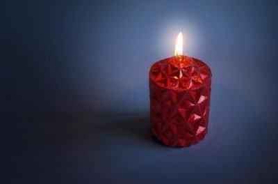 Большая красная свеча