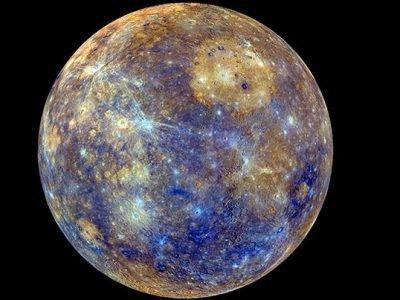 Меркурий на темном фоне