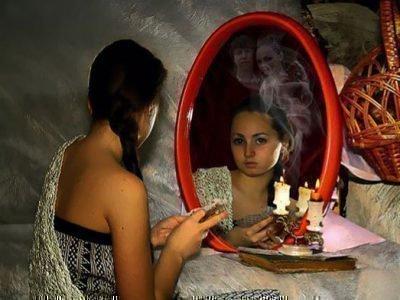 Гадания перед зеркалом со свечой