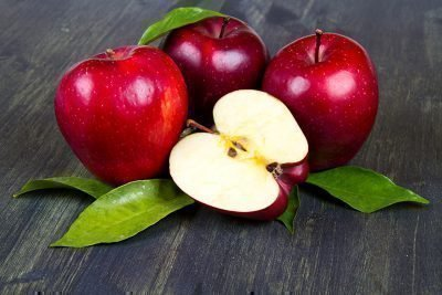 Красные яблоки