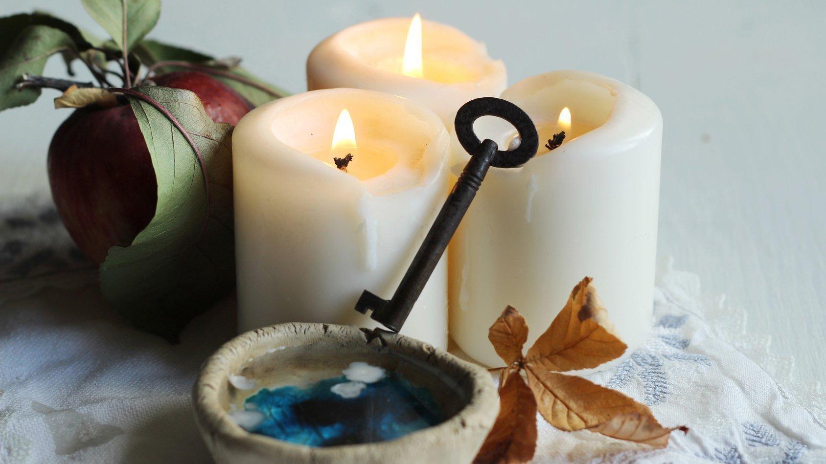 Простые способы гаданий на свечах на суженого любовь и будущее