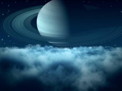 Сатурн на фоне светящихся облаков