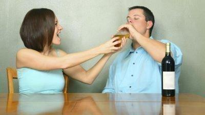 Жена ругается с мужем алкоголиком
