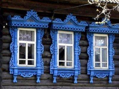 Три резных окна в доме