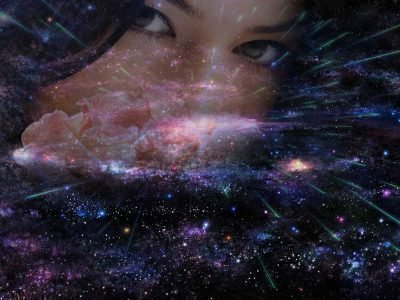 Облик девушки через темное звездное небо