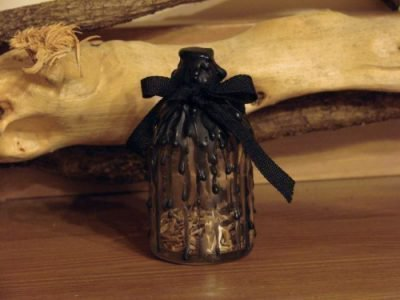 Бутылка и свиток
