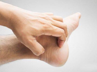 Чешется пятка левой ноги