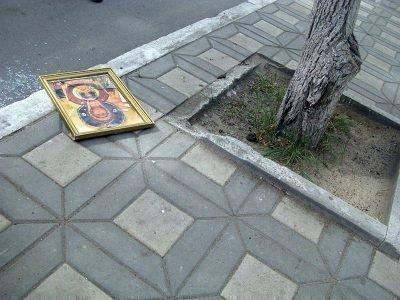 Упала икона во время Крестного хода