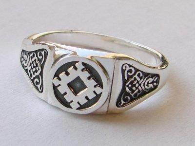 Кольцо с талисманом Репейник