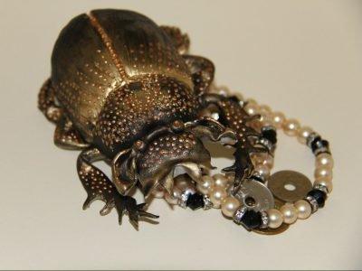 Украшение жук-скарабей