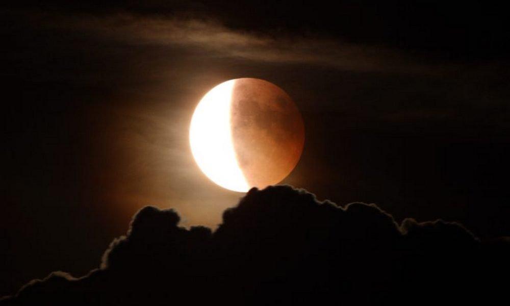 Частичное лунное затмение
