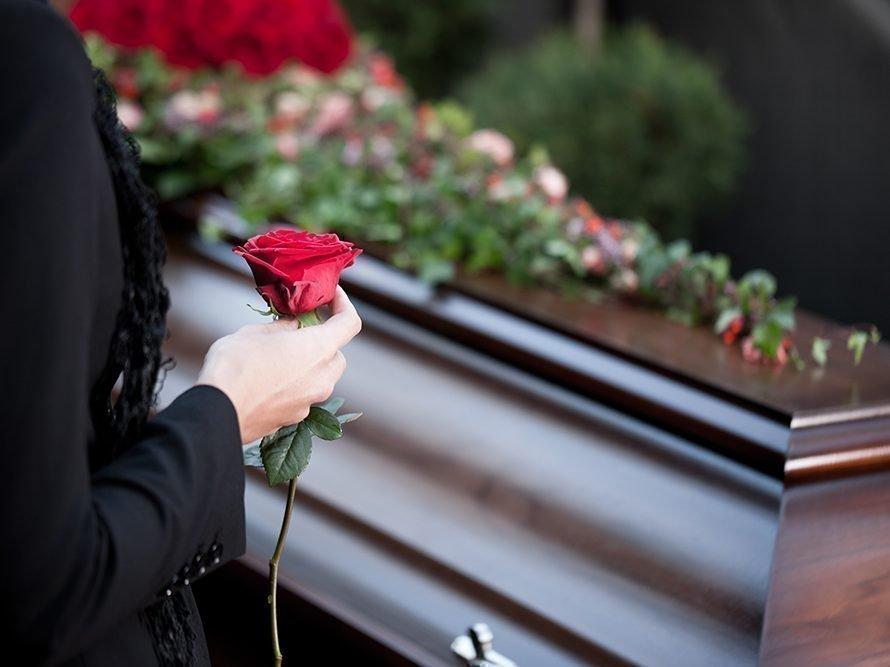 Распространенные приметы на похоронах и приметы о покойниках: как увидеть приметы на поминках