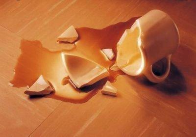 Разбилась чашка с напитком