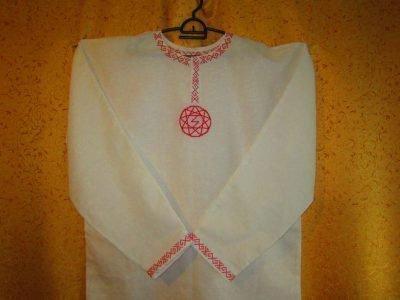 Сорочка с вышитым оберегом