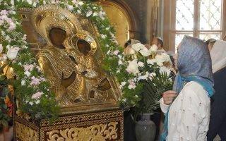 Чтение молитвы перед «Тихвинской» иконой Божьей Матери