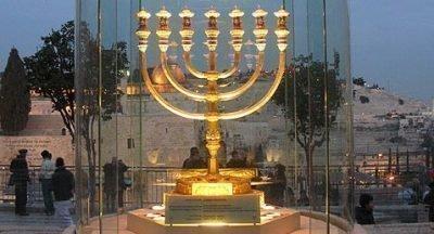 Золотая Менора в Иерусалиме