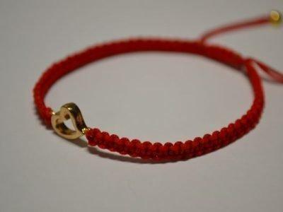 Шерстяная плетенная красная нить