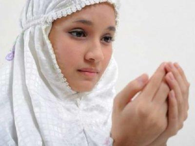 можно ли во время месячных читать молитвы