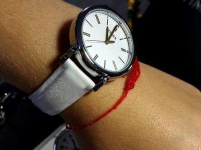 Красная на из Иерусалима на руке
