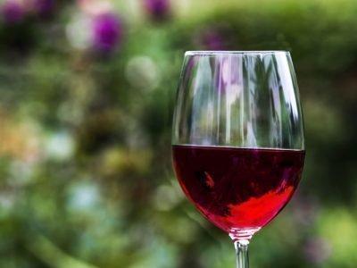 Ритуал на звонок с красным вином