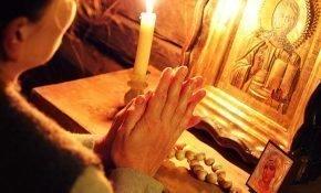 Сильные молитвы на очищение дома от негатива с помощью свечи