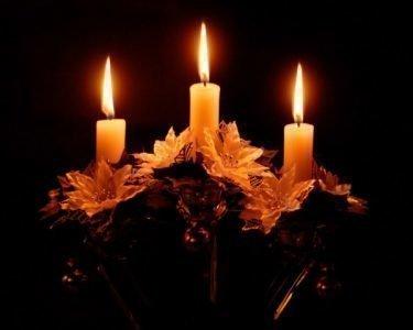 Три церковные свечи
