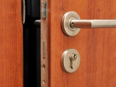 Заговор от заикания на дверь