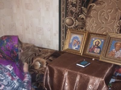 Бабушка молится о внуках