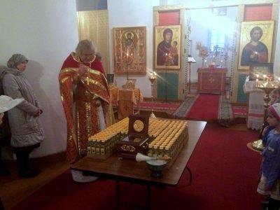 Освящение масла у мощей св. Луки