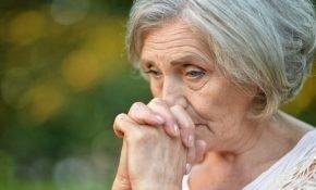 Эффективная и сильная молитва, которую бабушки читают о внуках