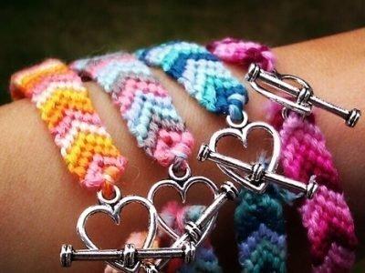 Разноцветные браслеты дружбы