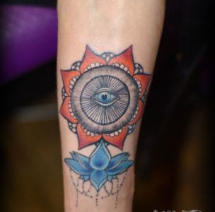 Тату мандала с символом Всевидящее око цветная