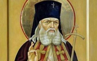 Чтение молитвы Луке крымскому перед операцией