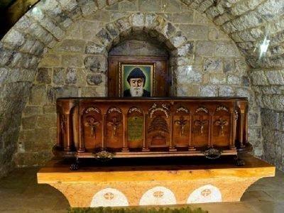 Склеп с гробом св. Шарбеля